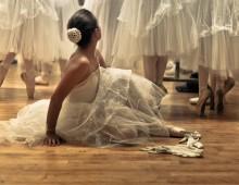 Danseuse Ajustant Son Soulier